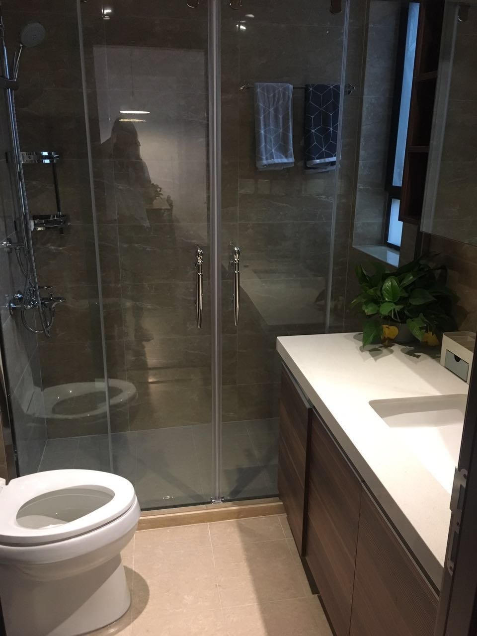 爱空间标配的卫浴间,通透和谐。