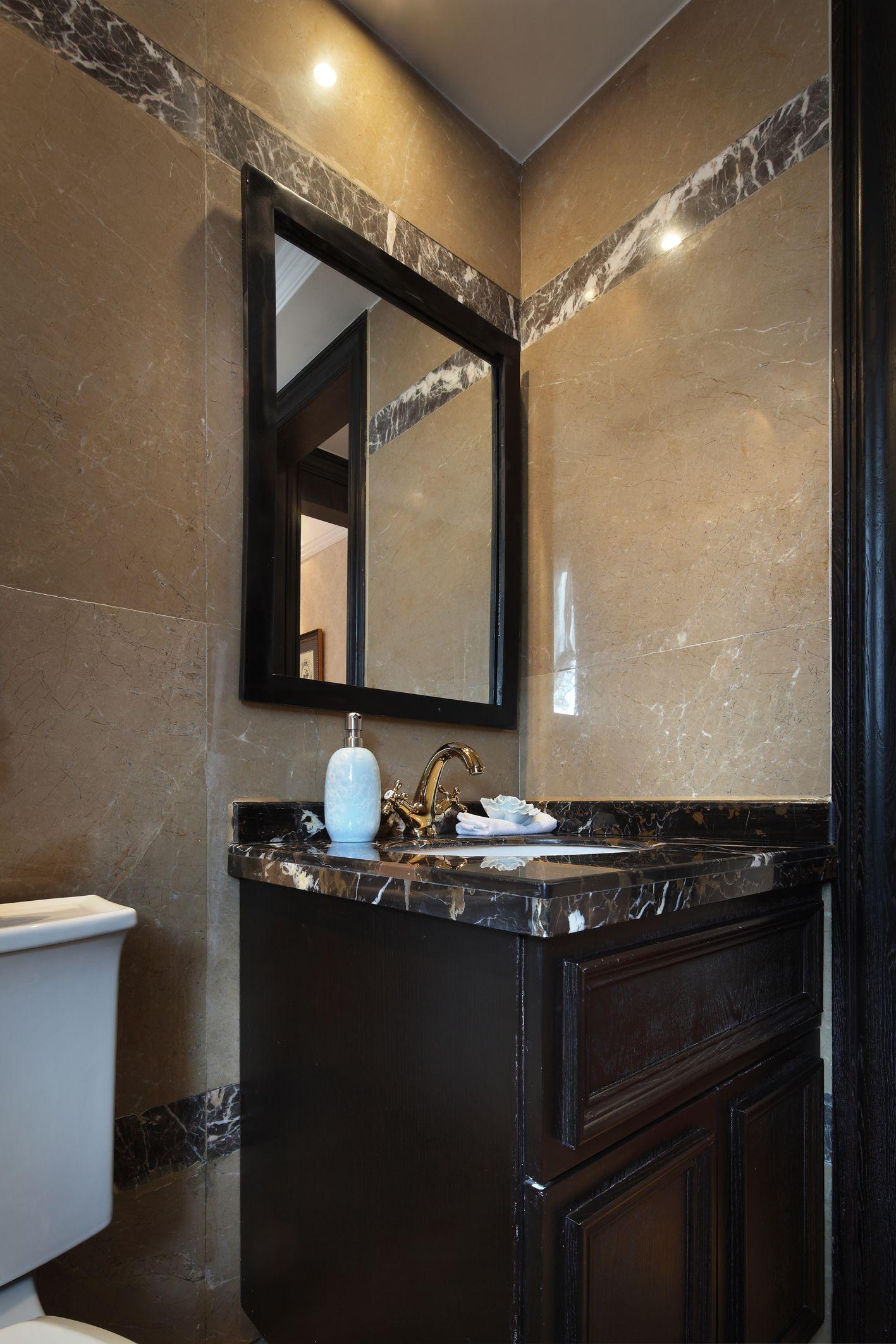 公用卫生间也设计了干湿分离,沿袭整个空间色调,很沉稳,很温馨。
