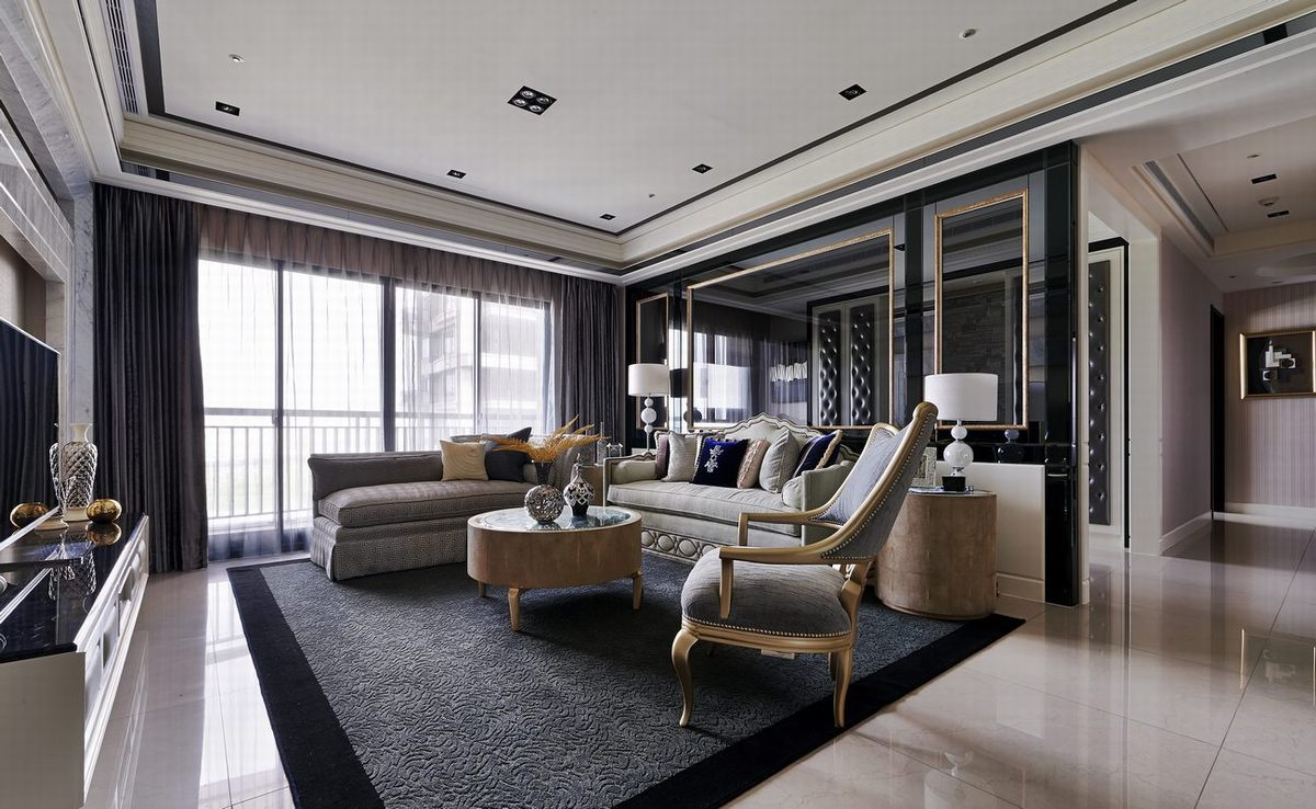 客厅采用了1+2+3围合沙发区,灵活方便;镜面质感的背景墙给人空间上的延伸感。