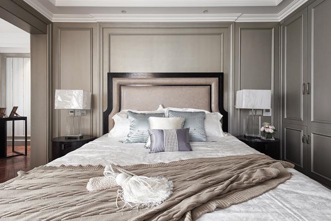 主人的房间选择用米色做点缀,经典沉稳之外多了一份温馨感。