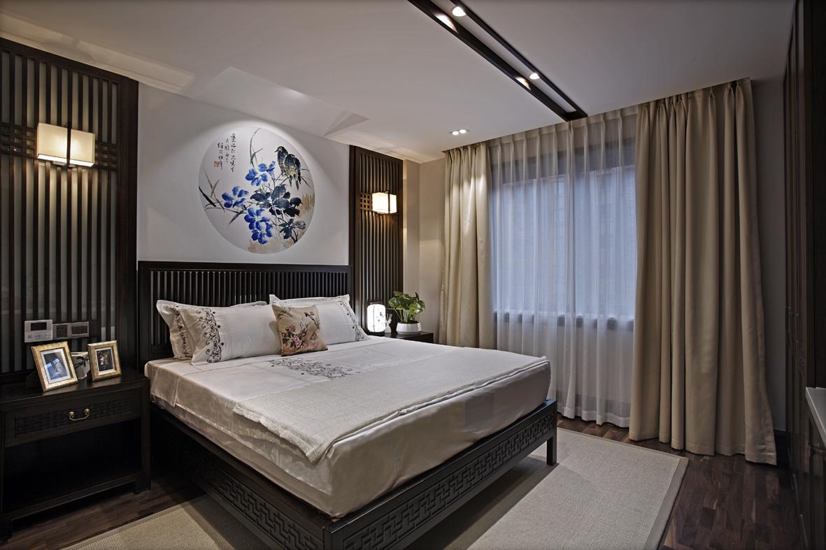 主卧,深色静谧深邃,营造良好的睡眠环境空间。