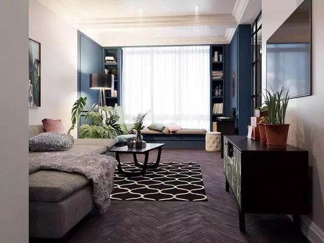 高饱和度的鲜绿色与淡粉色提亮了整个客厅空间,几何形态的地毯演绎着独有的居家温度。