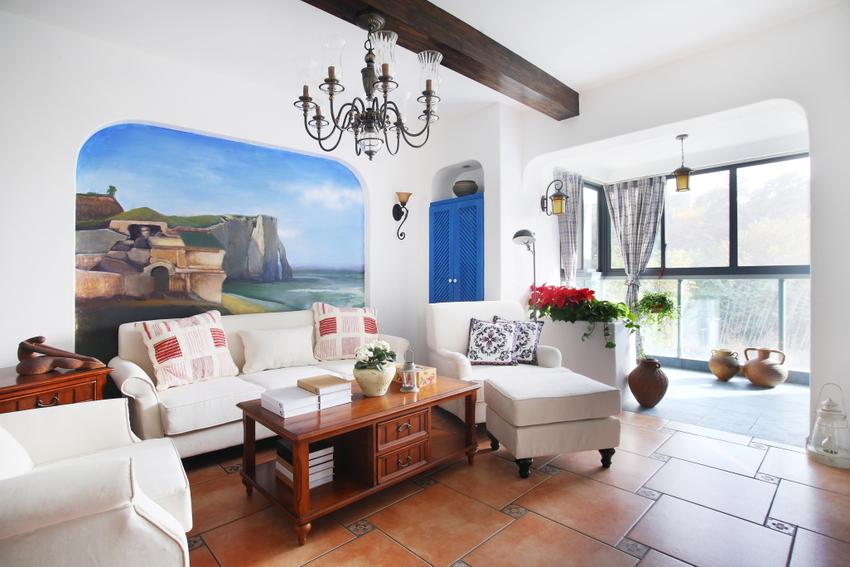 白色沙发不好打理,但不得不说白色沙发跟墙面白,搭配确实很经典。