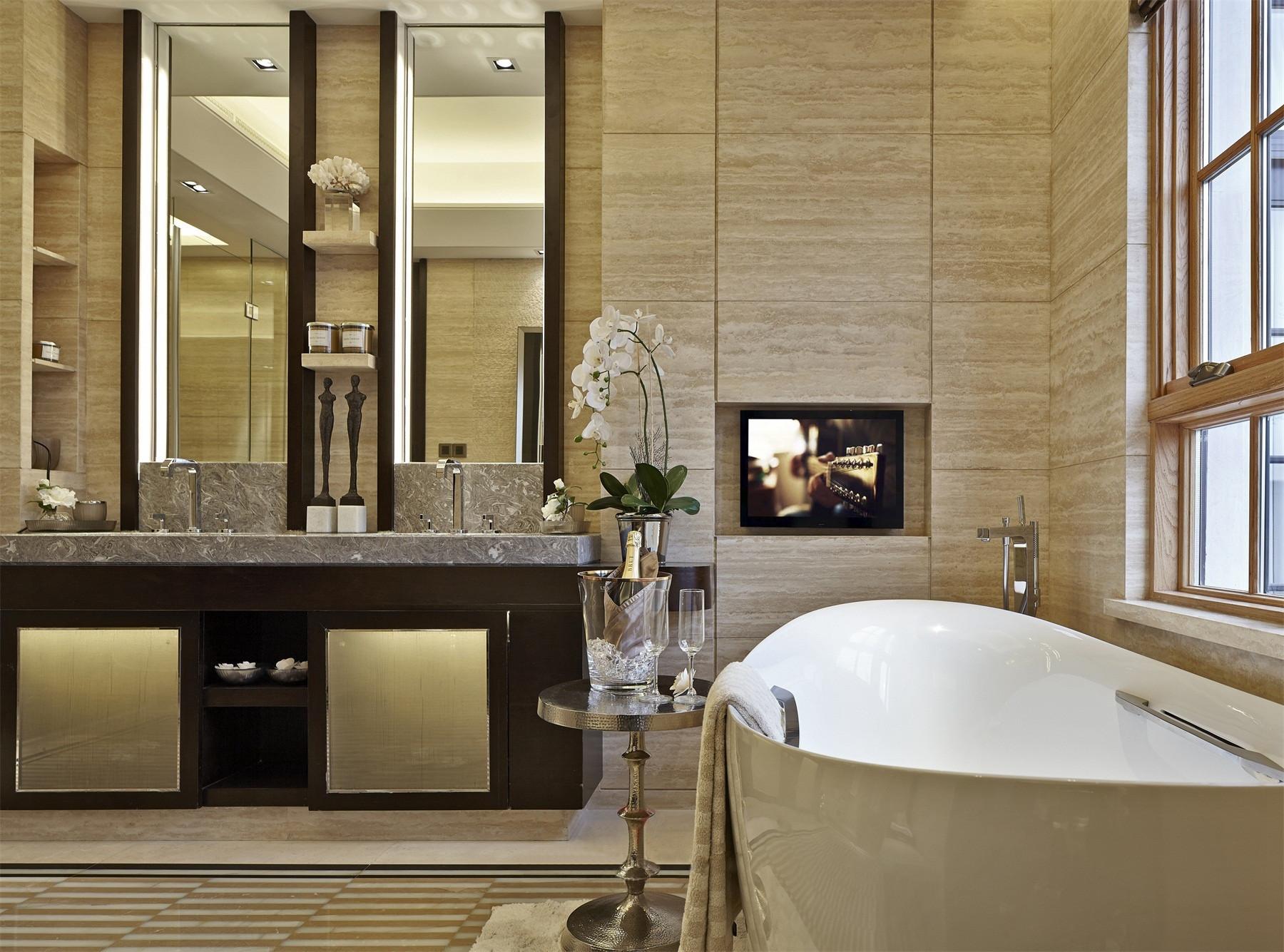 田园风格的装饰镜让卫生间空间更加别具一格。