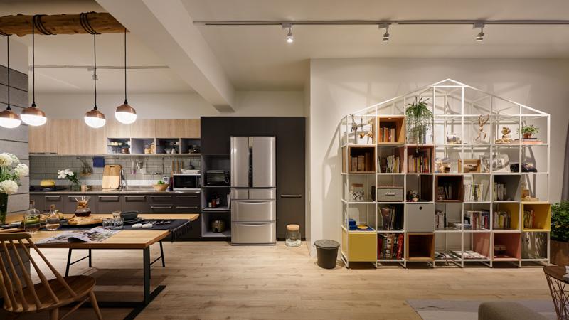 一居室的房子客厅,餐厅,包括开放式厨房都在同一空间里面。这样可以节约很多空间喔~
