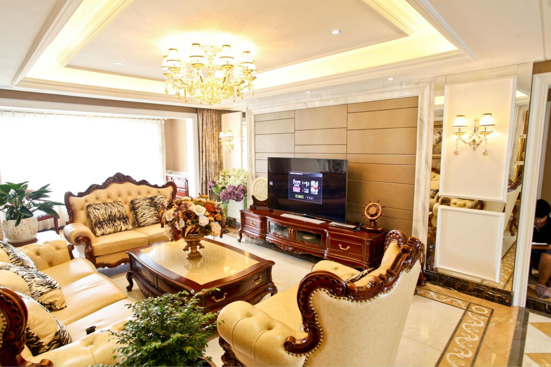 客厅以暖色为主,营造一种浪漫温馨的场所