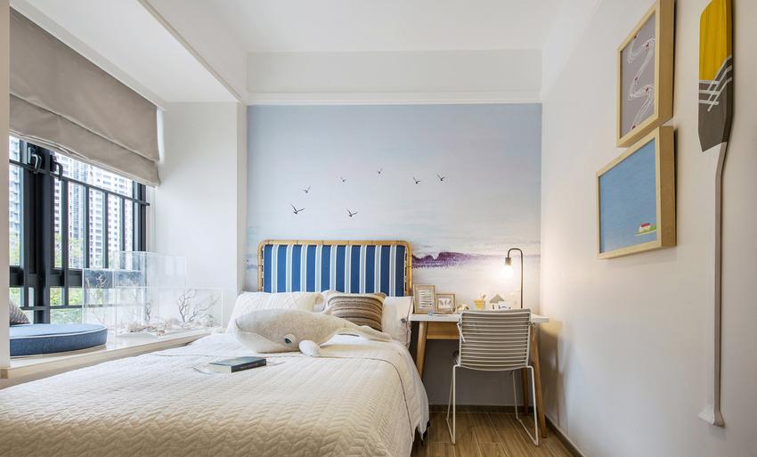 客卧转换思路,运用海的主题打造,无论是床头墙面的绘画、简约的挂画、船桨装置。