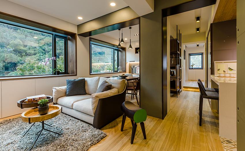 客厅以木质为主,简约大方的色彩搭配,干净整洁