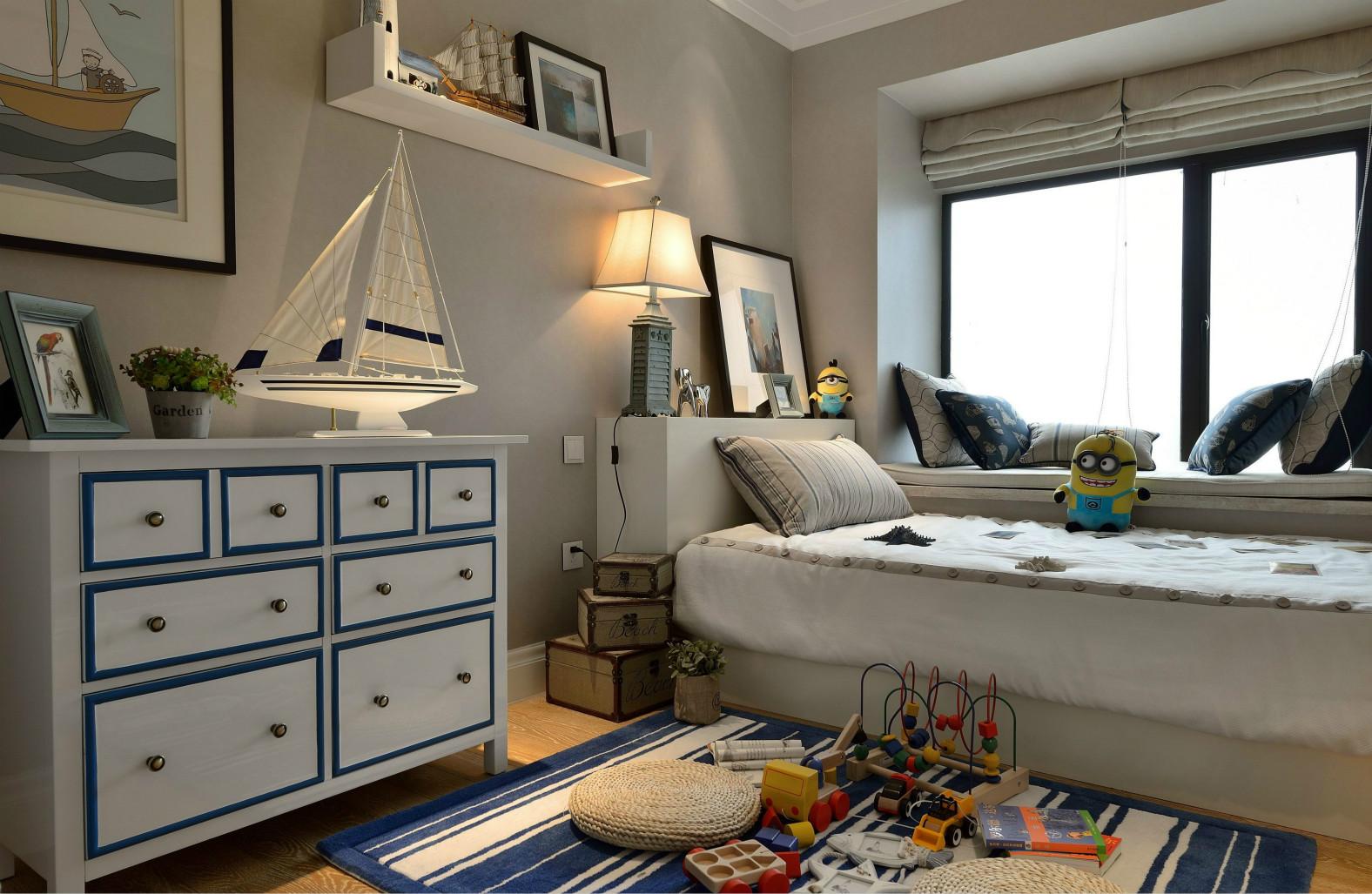 儿童房以蓝白为主,给孩子一种愉快有美好的场所
