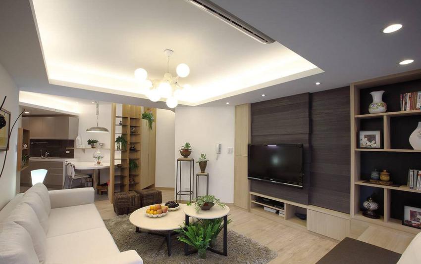 以电视墙拉齐平行线条,形构方正客厅。