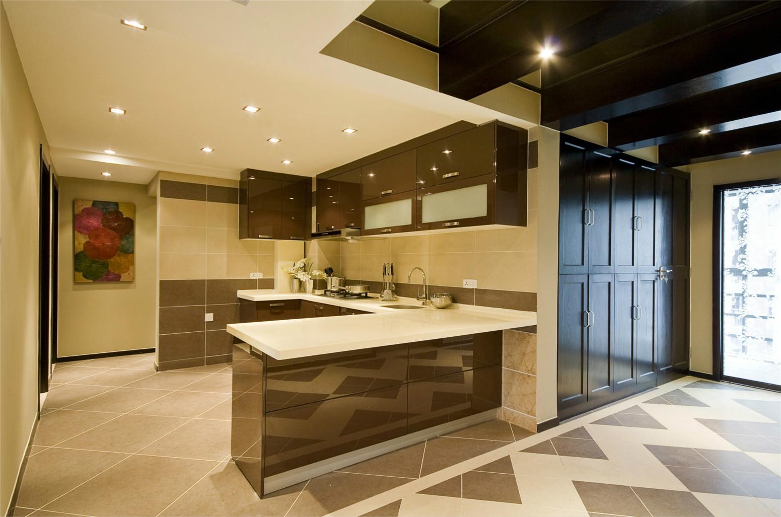 厨房整体干净整洁收纳空间很是充足,便于女主放置家用品
