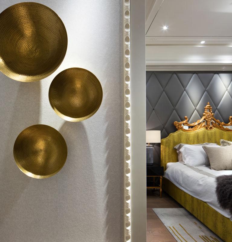 卧室的设计出了传统的金与现代的灰,设计师更增加了很多。