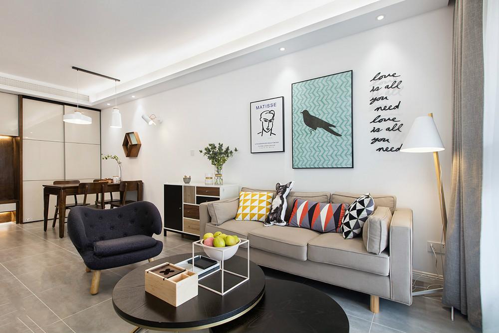 这个角度可以清晰地看到客厅以及餐厅是一体式,整个空间宽敞靓丽