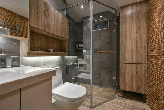 采干湿分离的卫浴空间,利用砖墙与木质收纳柜相互搭配,营造温润休闲的氛围。