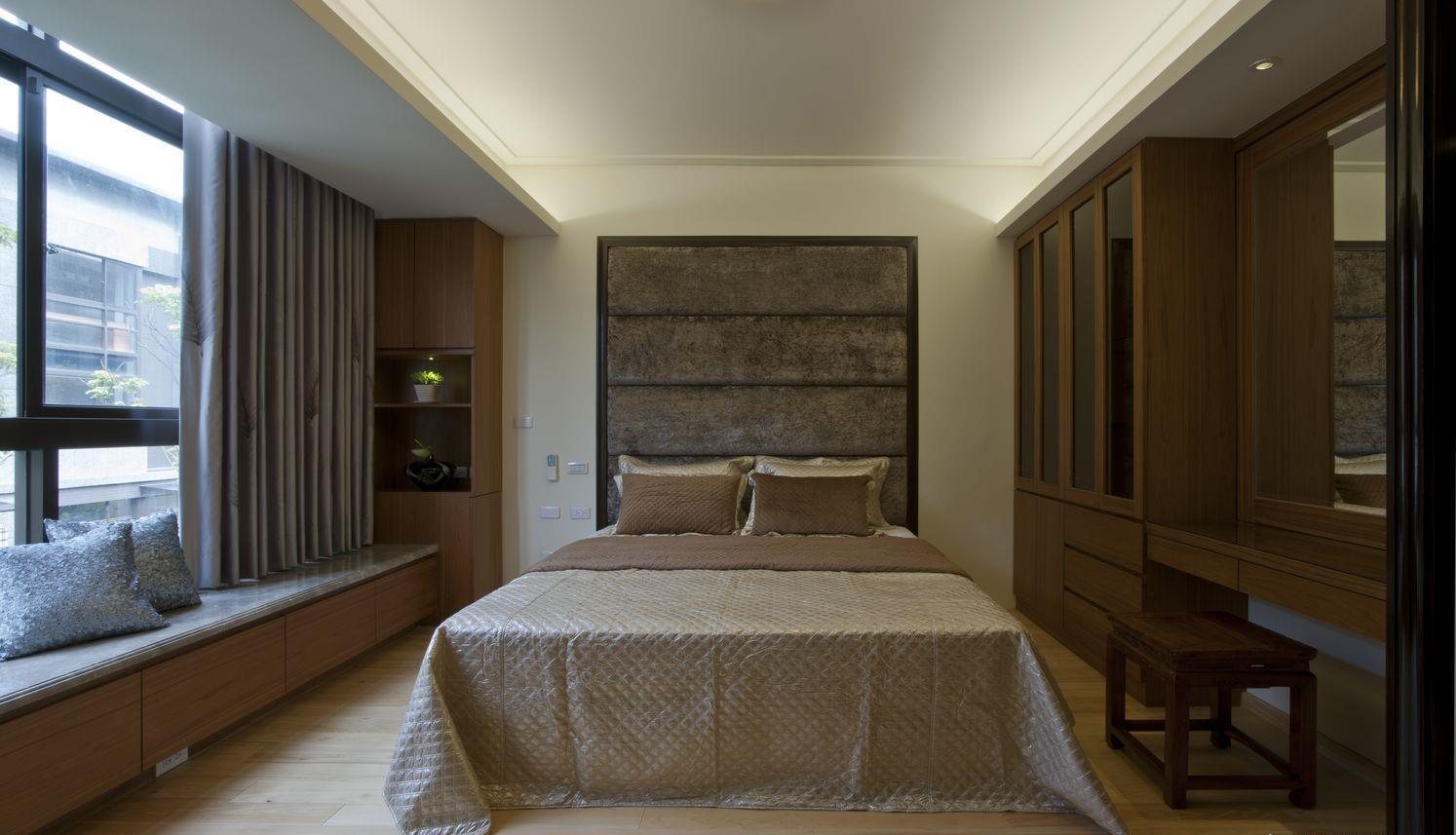 整个卧室简约大气,业主的床品很是有品位