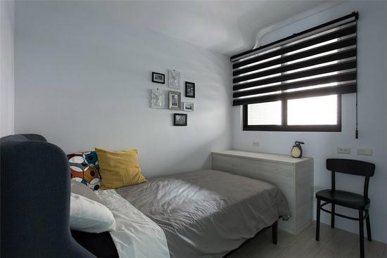 黑白灰色为基调的弟弟房采俐落工业风呈现,完整诠释使用者的性格与喜好。