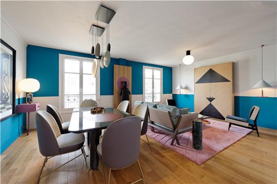 客厅鲜明风格,明亮又欢愉,充满各种线条与颜色冲撞。