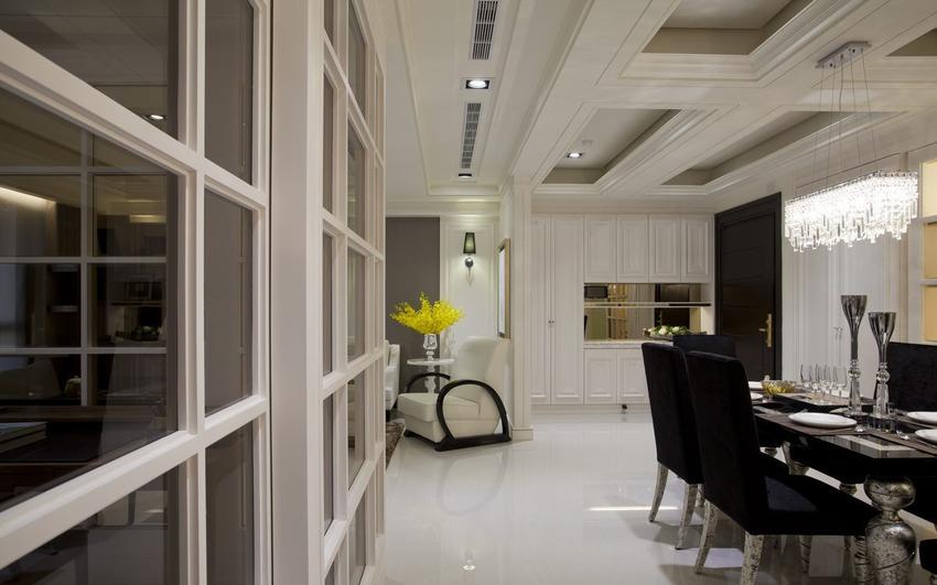 隔屏的设置界定了玄关、客厅段落,同时化解一般屋主对于动线正对落地窗。