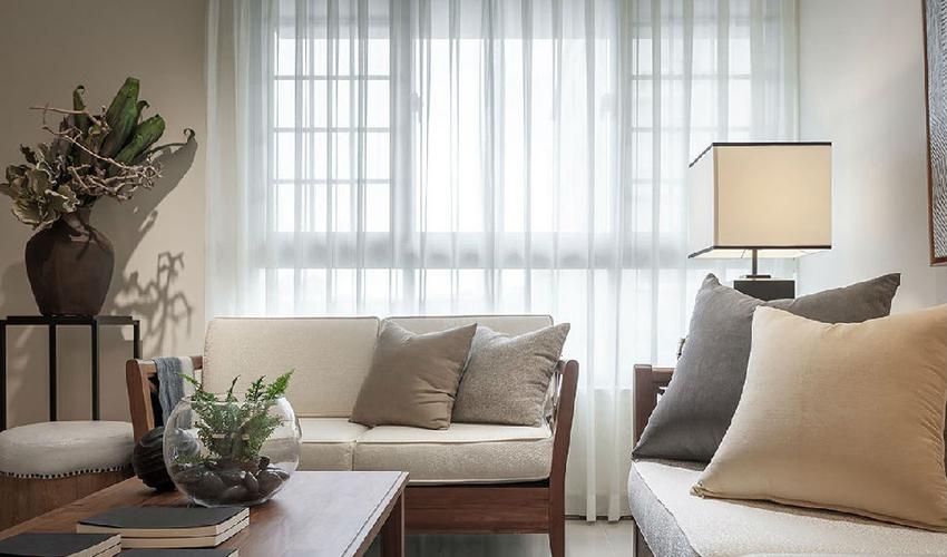 利用实木家具创造舒适放松的氛围,在光线伴佐下,形成自然意象。