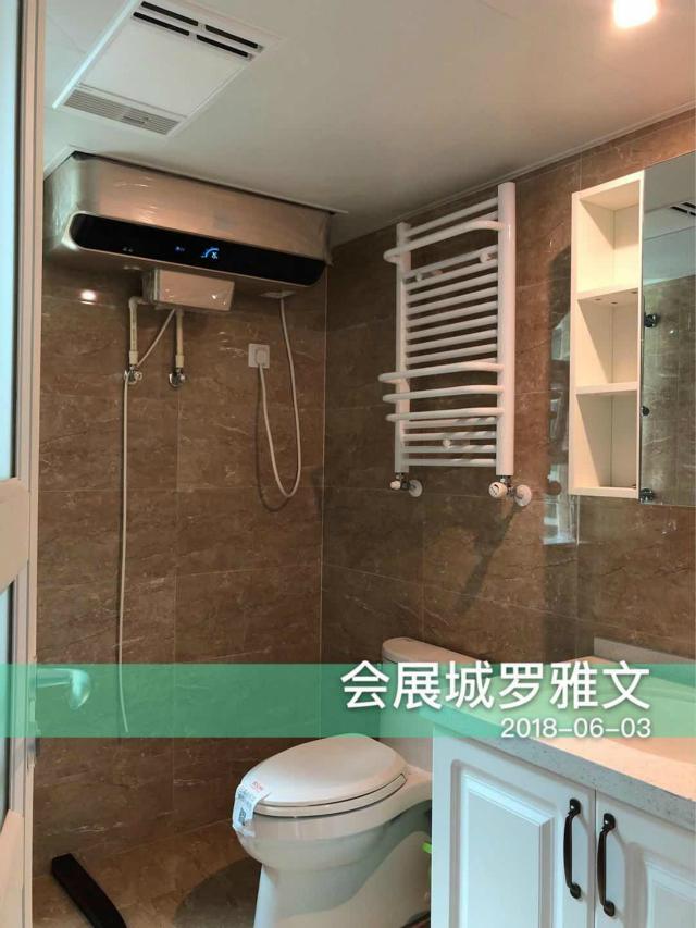卫生间采用了灰色瓷砖进行铺设,白色家具点缀其中,简洁有格调。