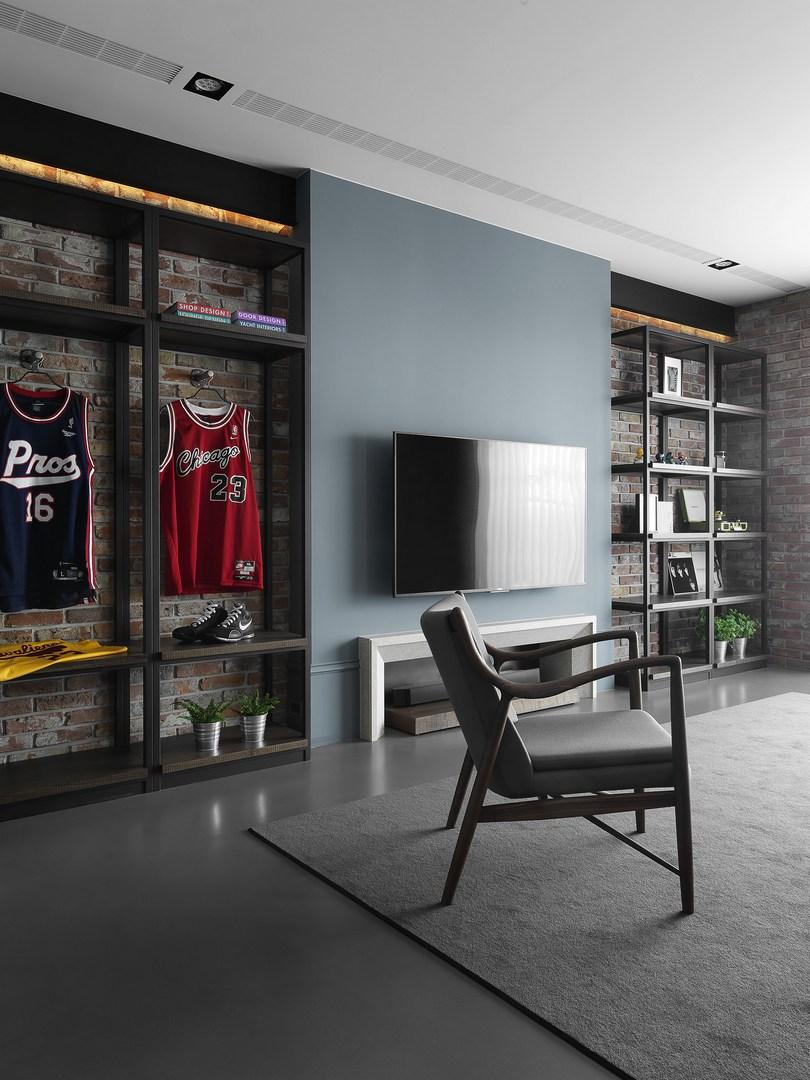 电视柜旁边设计的格子柜,放置自己喜欢的书以及衣服,简单好收拾