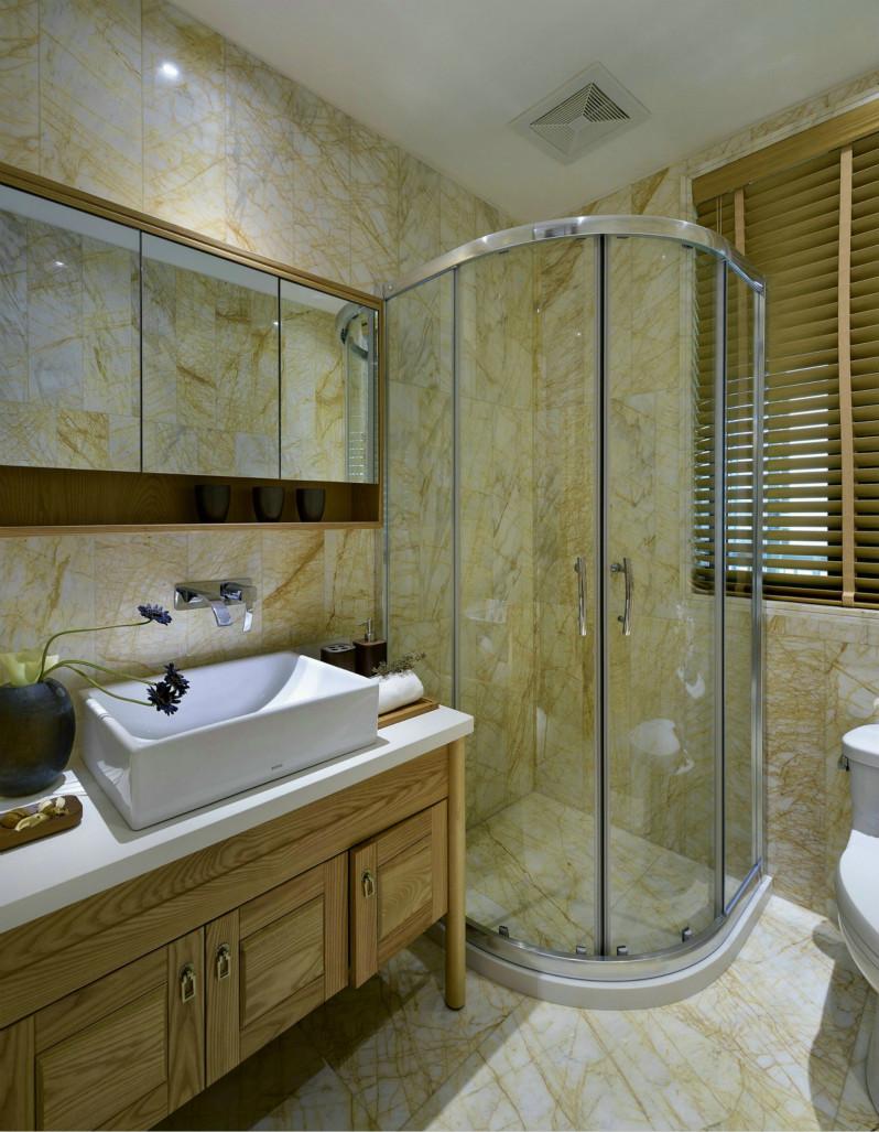 卫生间一个享受的地方,干湿分离是必须的设计,淋浴的设计,空间充足的情况下,更加实用。