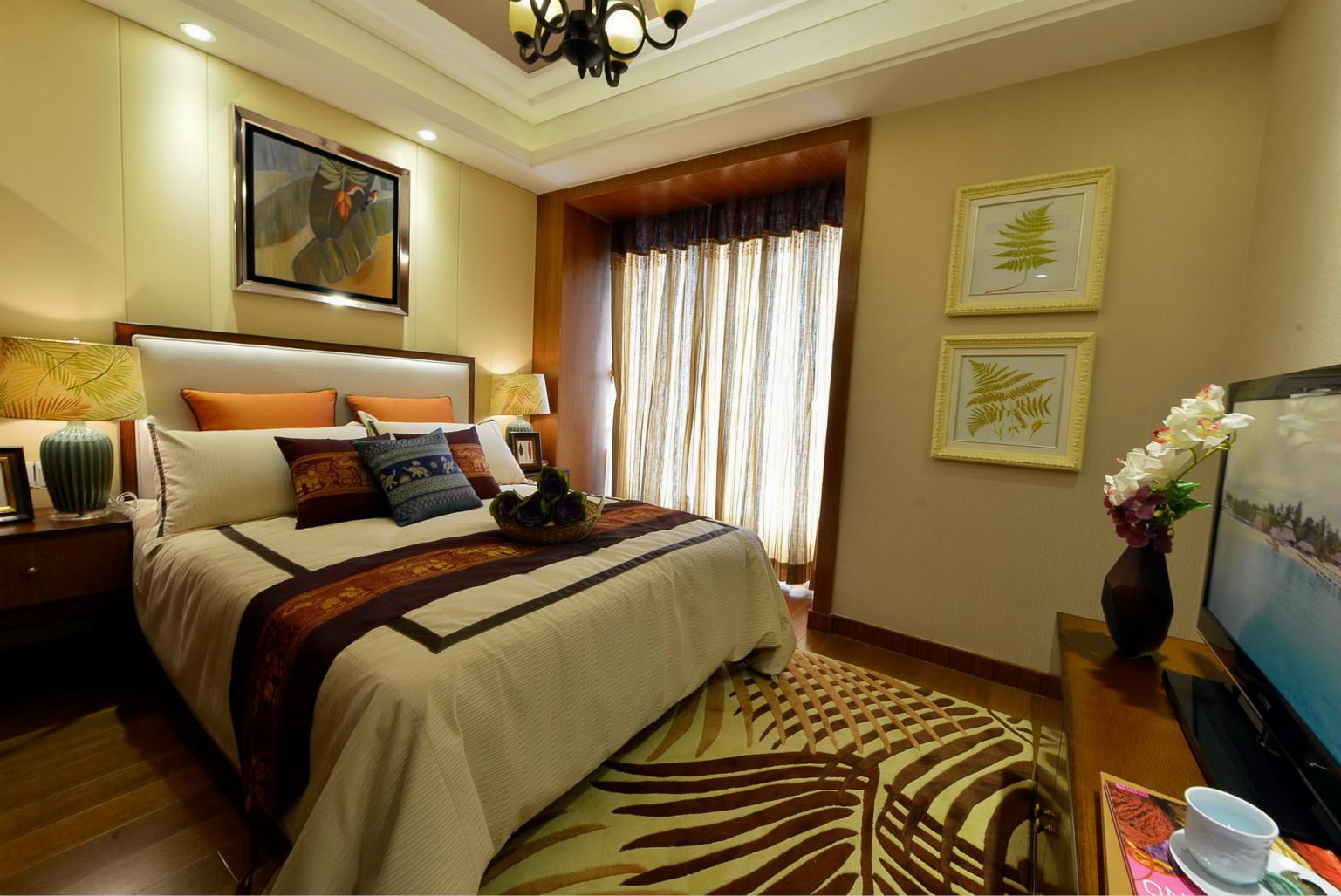 卧室中放置着清晰线条的深色原木简约大床