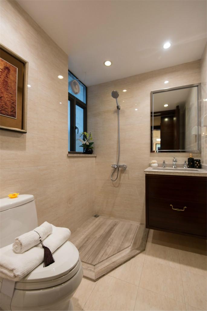 卫生间洗手台选择了组合,一边为洗手区,一遍为淋雨、几何镜子
