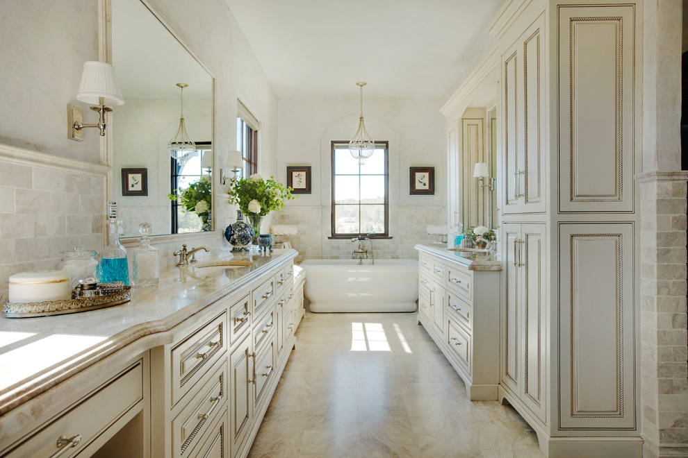 卫生间,洁白的洗脸盆和浴室收纳柜,旁边就是沐浴房。