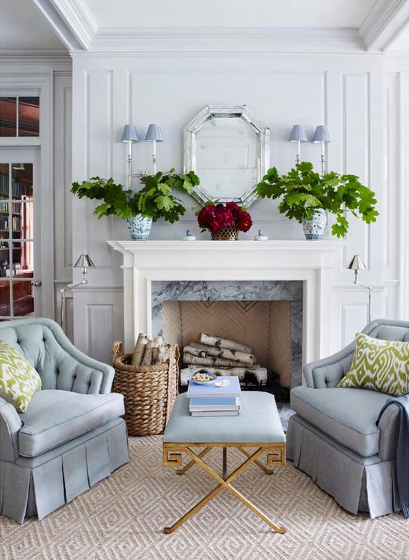 左右两侧的灰蓝色沙发展现了对称之美。