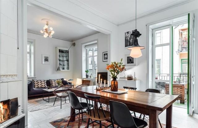 深木色的餐桌搭配黑色餐椅,正好中和纯白的背景墙,色彩层次更分明。