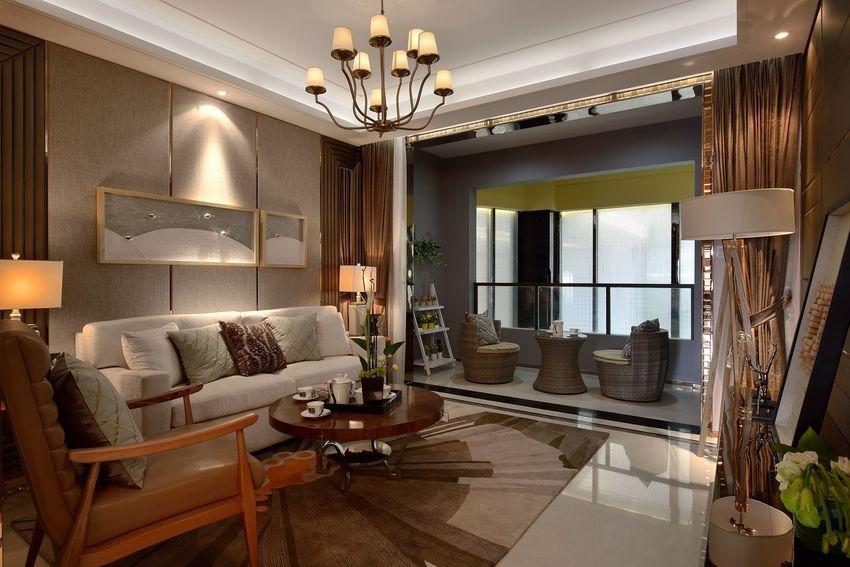 客厅与阳台并未做玻璃移门隔断,视觉上显得更宽敞,同时也能增强室内的明亮度。