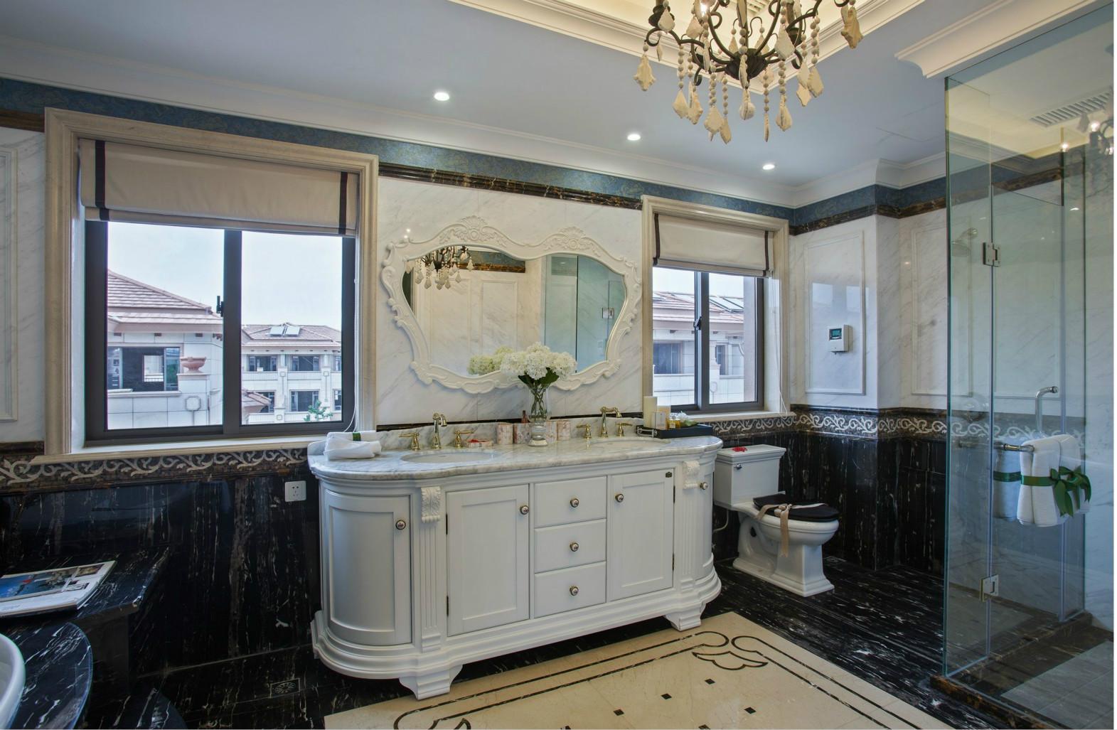 面积蛮大的卫生间,独立的淋浴间、独立的马桶位,卫浴柜外移,彻底的干湿分离,让空间更加的实用。
