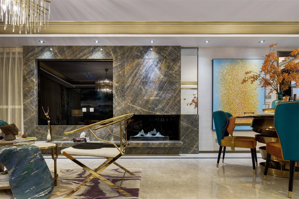 电视机柜以大理石质感为主,东方神韵与简练现代融合后呈现出高雅情趣。