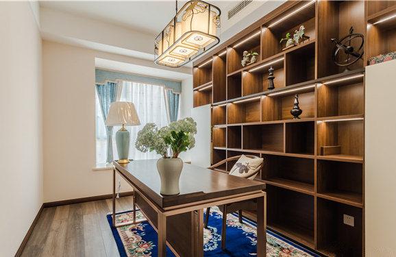 蓝色窗帘和深蓝色花卉地毯给予空间色彩,却没有喧宾夺主,让东方之韵满是格调。