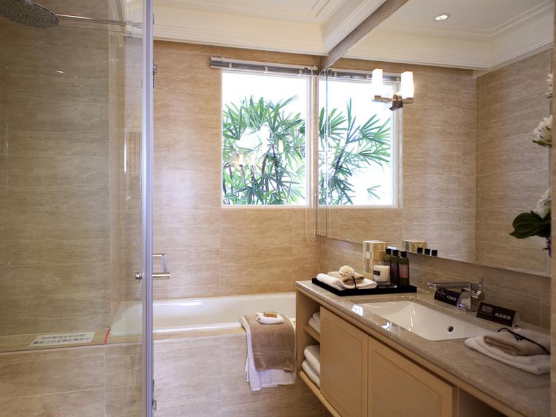 偏向地板颜色花纹的墙地砖,延续暖色系的同时,也统一了空间风格。
