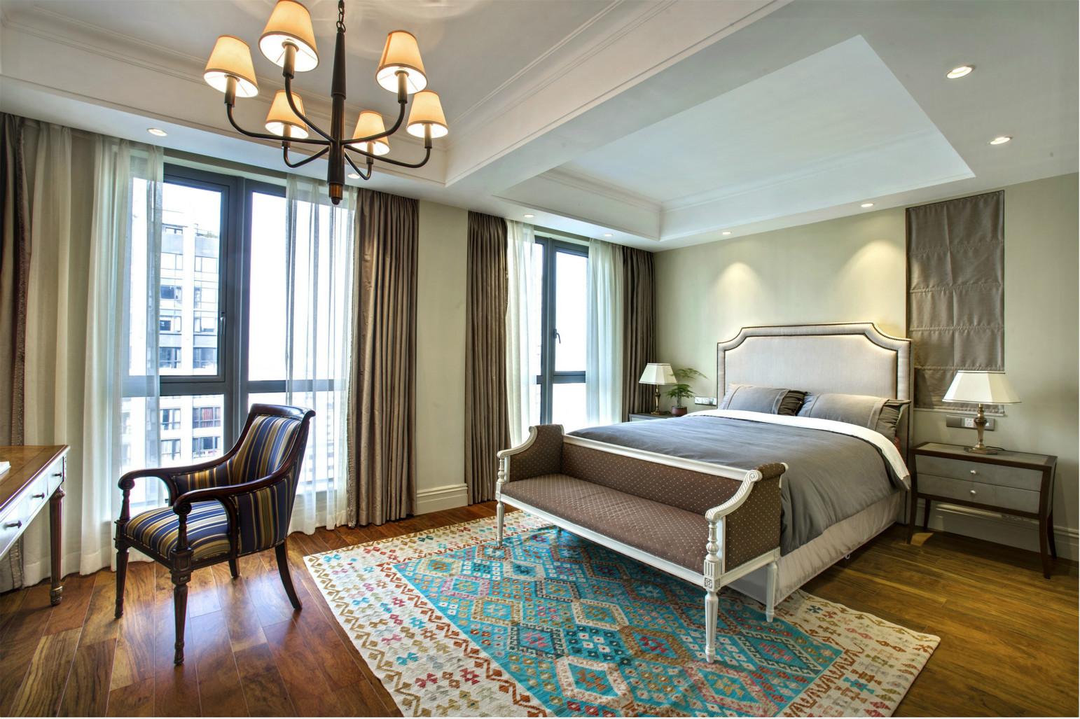 卧室给人宁静,舒适的感受。主卧的大面完全满足日常生活需求。