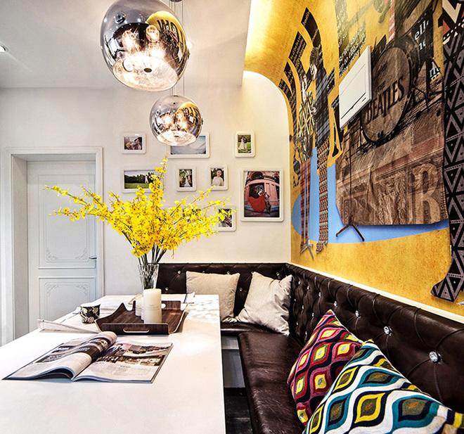 电镀吊灯提升了餐厅的金属质感,黄色的跳舞兰玉装饰画遥相呼应。