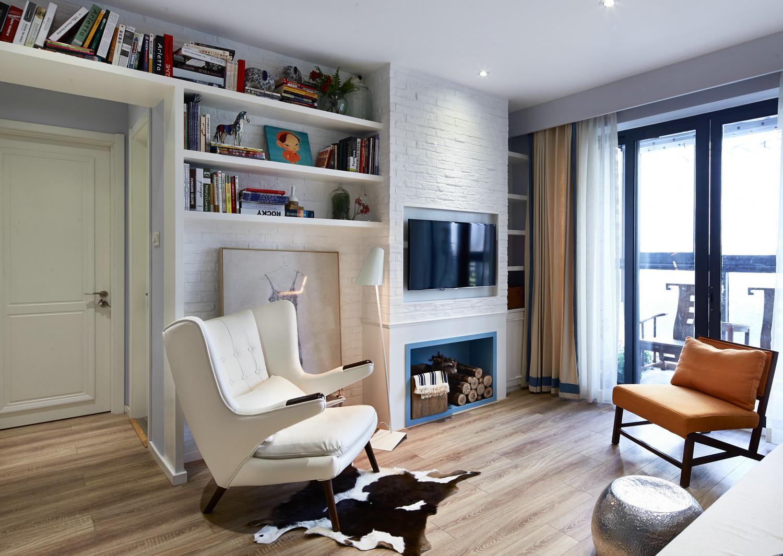 客厅选择浅色调,使整体呈现清新开朗、明亮宽敞的感受