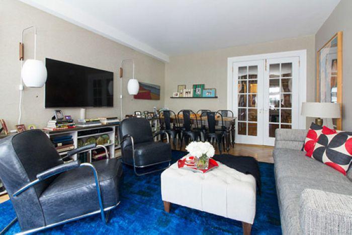 客厅与餐厅位于同一空间内,格局显得十分紧凑。