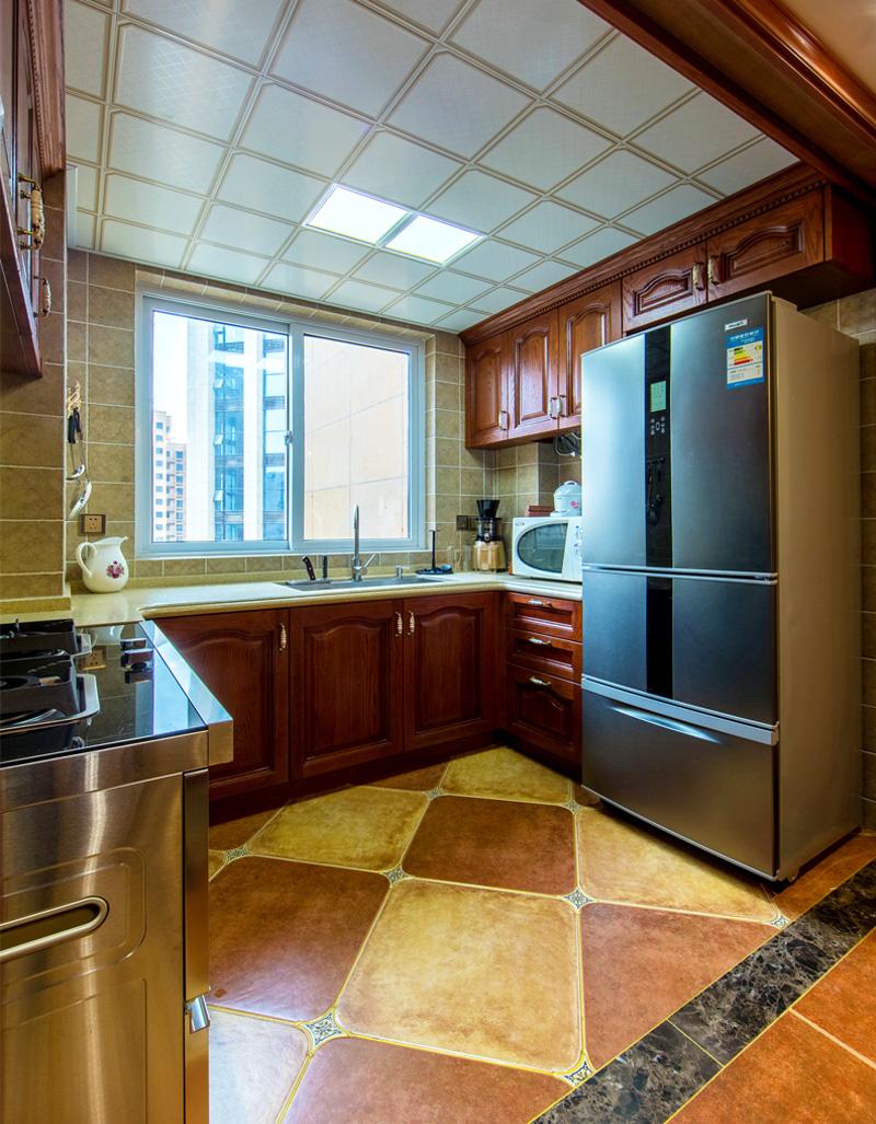 无论儿时的家,还是现在自己的家,我们早已习惯把对家人的爱表达在这厨房间里,含蓄地浓缩在美食里。