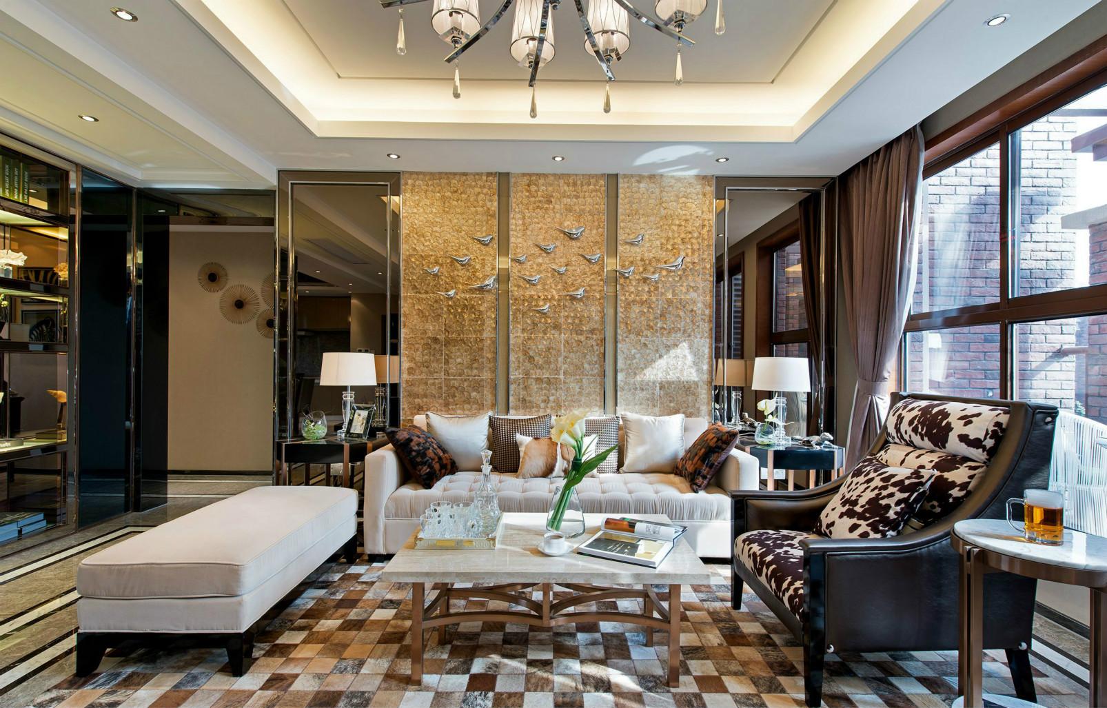 沙发背景墙的设计体现一体延展的极简设计,展现住宅开阔的气势。