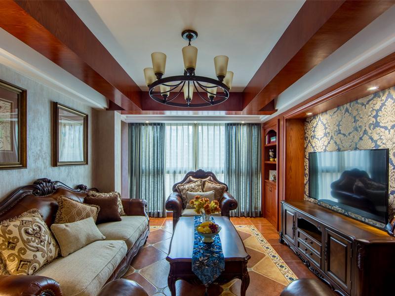 喜欢这样有落地窗的客厅,包容而开放,尽显屋主的品味与风范。