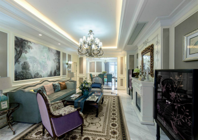 放眼整个客厅让人眼前一亮,紫色与蓝色大胆的搭配,并没有违和感,而是衬托出了另一种时尚感。