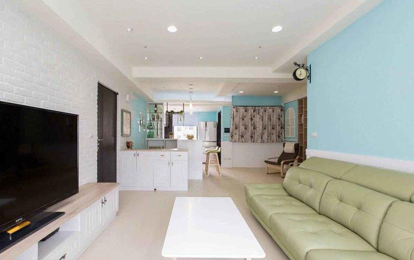 利用屋主喜爱的蓝与白色为空间主色,营造出如地中海的海湾休闲感。