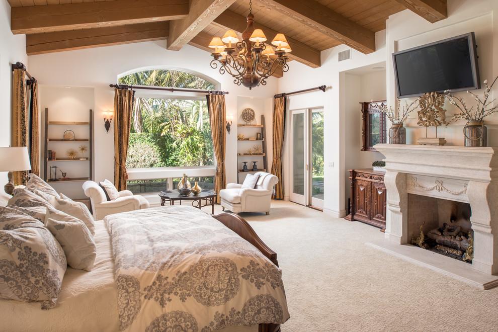 卧室空间干净清爽,精致的吊灯,显得整个卧室温馨