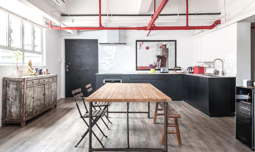 公共空间如工作室和厨房设在离入口最近的地方。