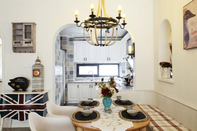 餐厨一体的设计,极大的利用了空间,做完饭转身就能摆放,非常方便。