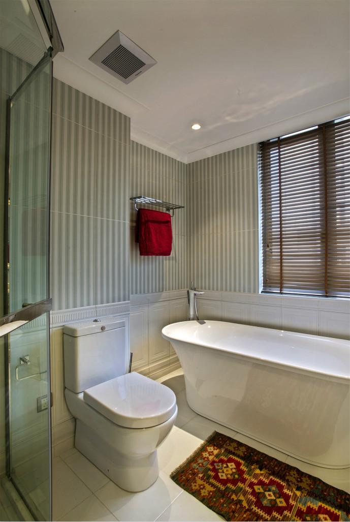 卫生间为了呼应整个空间的美式设计,营造出朴质、自然的家居环境,令人沉寂
