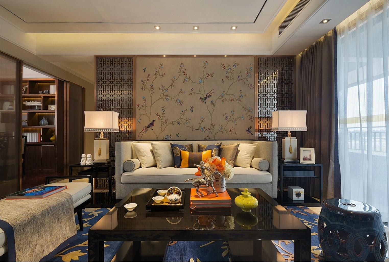 而沙发的背景墙则是以贴纸小碎花为主,浓浓的雅致感